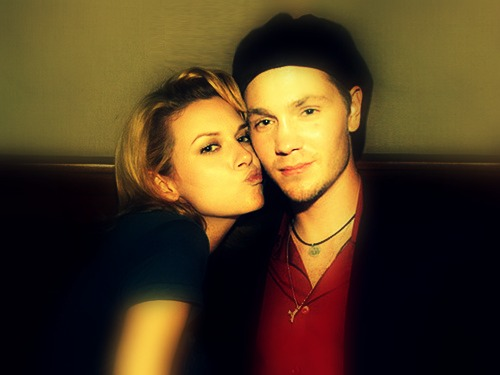 Chad and Hilarie karatasi la kupamba ukuta entitled Chad and Hilarie <3