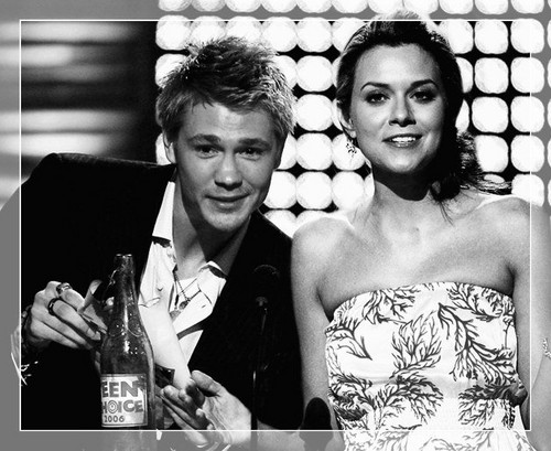 Chad and Hilarie fondo de pantalla entitled Chad and Hilarie <3