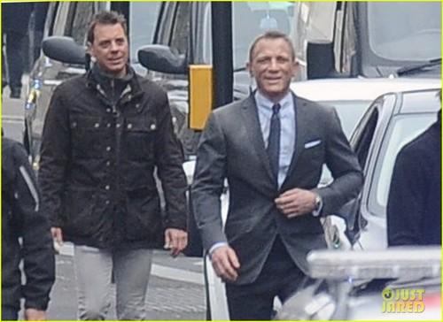 Daniel Craig & Javier Bardem: 'Skyfall' Set