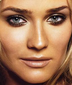 Diane Kruger smokey eye makeup