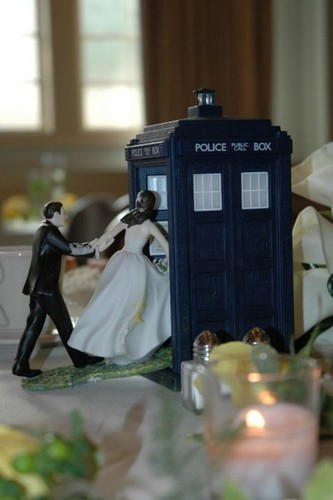 Doctor Who wallpaper possibly containing a food processor and a bouquet called Doctor Who <3