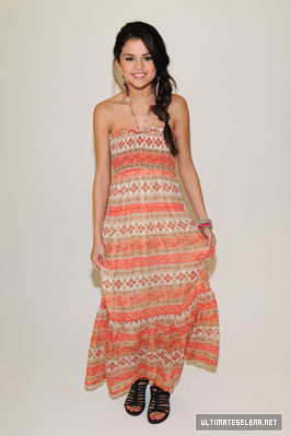 Dream Out Loud Spring Collection 2012 - selena-gomez Photo