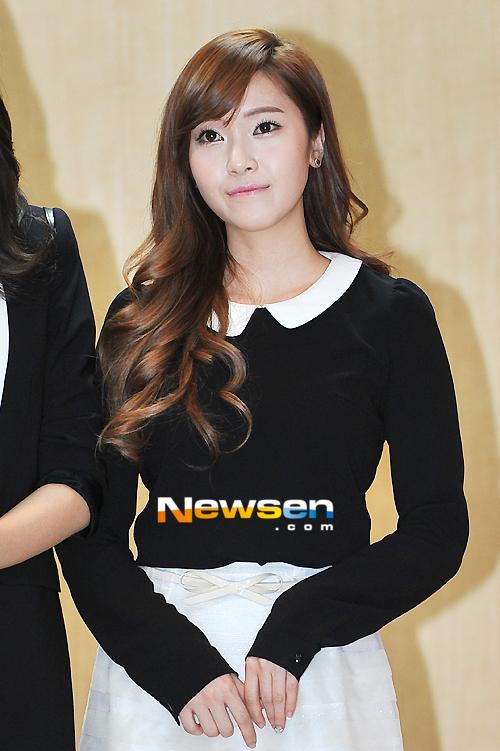 صور جسيكــــــا Jessica-Gangnam-gu-Office-Appointment-jung-sisters-29603477-500-751