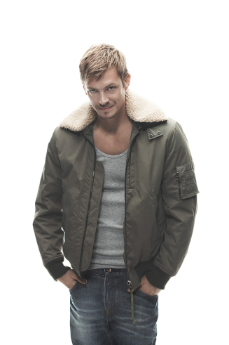 Joel Kinnaman karatasi la kupamba ukuta possibly with an outerwear and long trousers called Joel Kinnaman - Café Magazine - 2010