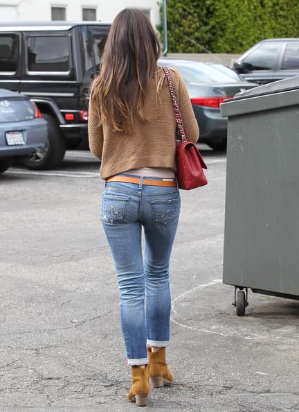 попки в облегающих джинсах фото