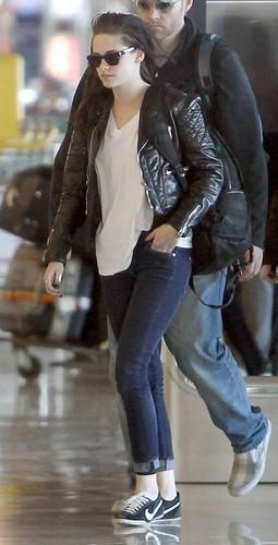 Kristen Stewart & Robert Pattinson arrive at Roissy Airport in Paris, France - March 8, 2012.