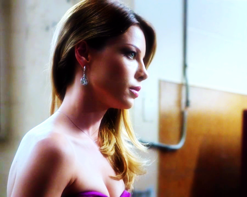 Lauren German on Hawaii Five-0 2x16
