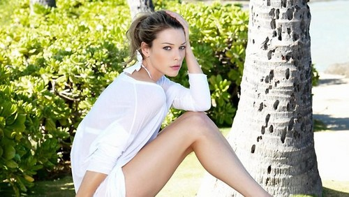 Lauren German on the photoshoot of Hawaii Five-0
