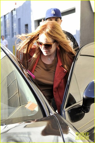 Lindsay Lohan Debuts New Red Hair