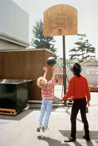 Macaulay Culkin and Michael Jackson playing basketball - michael-jackson photo