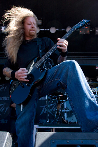 Fear Factory Hintergrund with a guitarist and a konzert entitled Matt DeVries