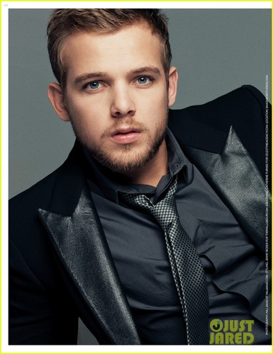 Max Thieriot: Engaged to Lexi Murphy