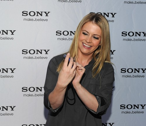 Melissa Joan Hart Hintergrund with a portrait entitled Melissa Joan Hart