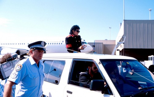 Michael Jackson on the вверх of the car