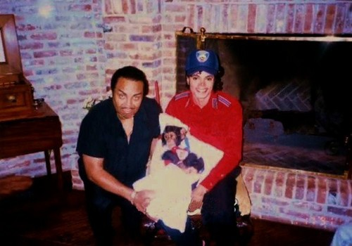 Michael's dad Joe Jackson Bubbles Jackson and Michael Jackson 1st jour MJ brought Bubbles