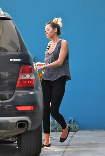 Miley -Leaving her pilates class in West Hollywood [10th March]