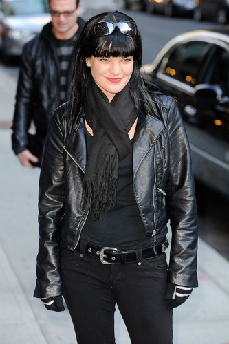 "Pauley Perrette arrives at ""Late montrer With David Letterman"" on February 28."