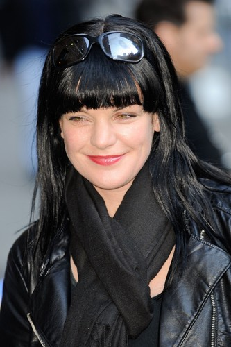 "Pauley Perrette wallpaper titled Pauley Perrette arrives at ""Late Show With David Letterman"" on February 28."
