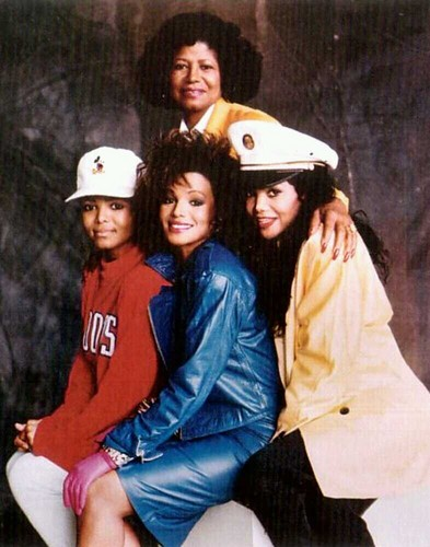 "Maureen Reillette ""Rebbie"" Jackson wallpaper called Rebbie Jackson With Her Mother Katherine Jackson,Latoya Jackson,Janet Jackson,1987"