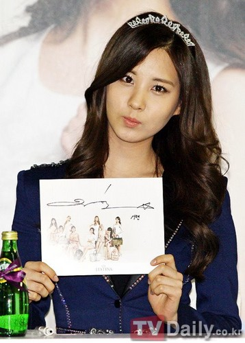 S♥NEISM wallpaper possibly with a newspaper called SNSD@J.ESTINA Fan-sign event