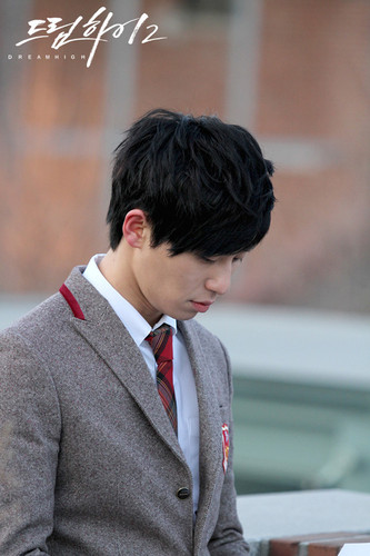 Dream High 2 fond d'écran containing a business suit and a suit entitled Si-Woo