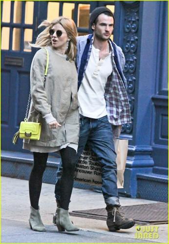Sienna Miller Talks Pregnancy with 'Vogue UK'