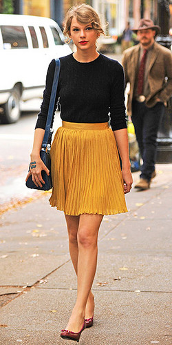 Tay easily pulls off pleated rock trend
