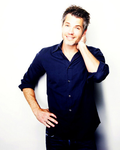 Timothy Olyphant پیپر وال containing a well dressed person, a business suit, and an outerwear called Timothy Olyphant