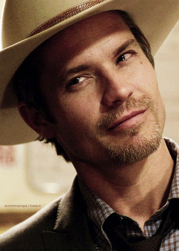 Timothy Olyphant wallpaper containing a snap brim hat, a campaign hat, and a fedora entitled Timothy Olyphant