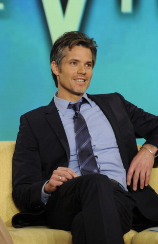 Timothy Olyphant 壁紙 with a business suit, a suit, and a three piece suit called Timothy Olyphant