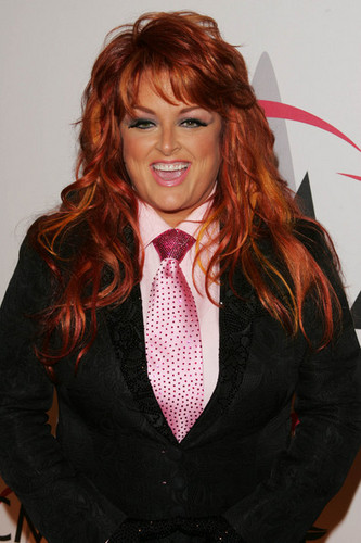Wynonna Judd wallpaper possibly with a business suit entitled Wynonna Judd