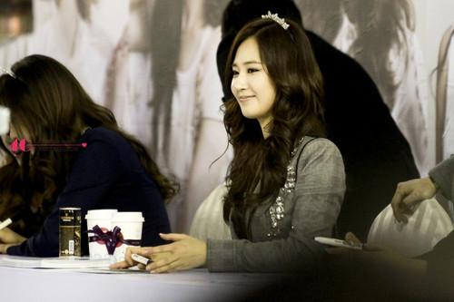 Yuri @ J.ESTINA Fansigning Event