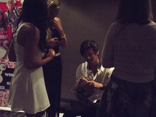 jordan signing autographs athe DA2 premiere
