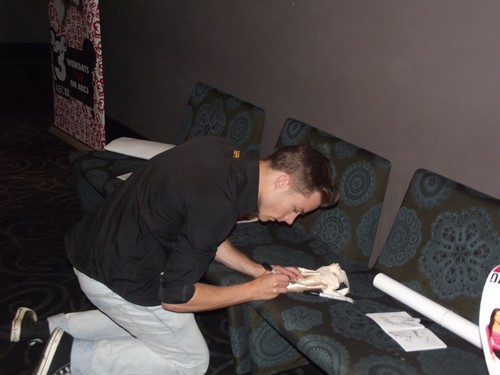 tim signing autographs at the DA2 premiere