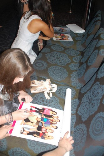 xenia signing autographs at the DA2 premiere