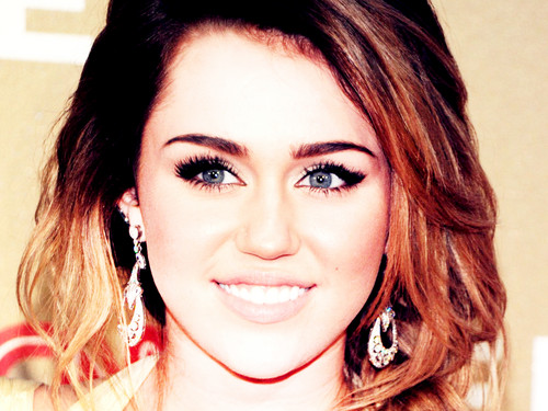 ♫♀Miley by DaVe!!!♀♫ - miley-cyrus Wallpaper