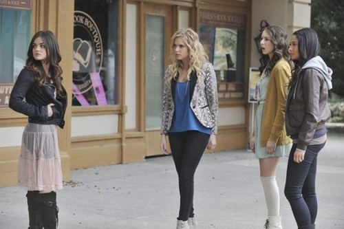 """Pretty Little Liars """"If These Puppen Could Talk"""" Season 2 Episode 24"""