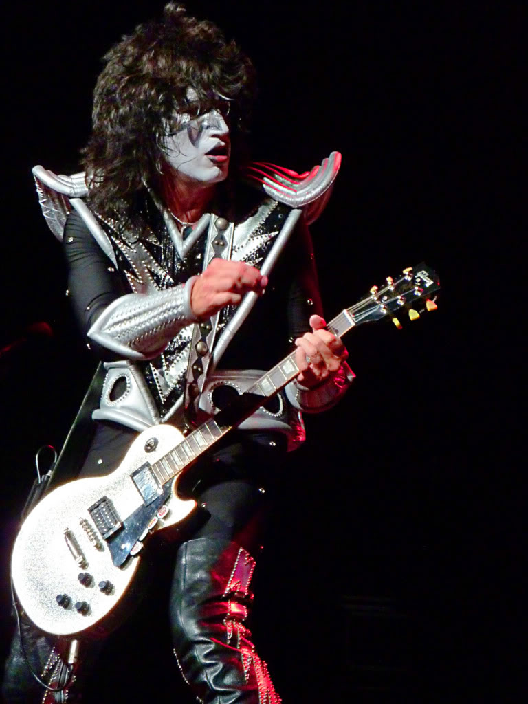 Http Www Fanpop Com Clubs Tommy Thayer Images 29735766 Title Tommy Photo