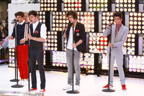 """1D performing on the """"Today Show"""" :)"""