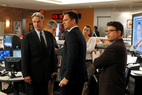 NCIS wallpaper containing a business suit titled 9x18 The Tell