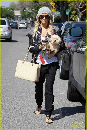 Ashley Tisdale & Maui: Aroma Cafe Cuties - ashley-tisdale Photo