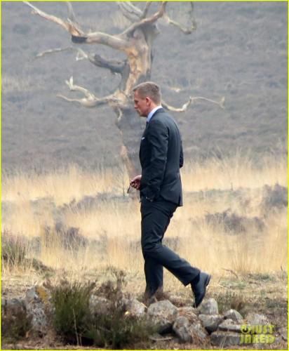 Daniel Craig: 'Skyfall' Scenes in Surrey
