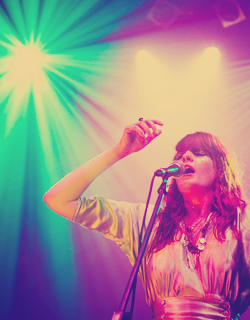 Florence + The Machine karatasi la kupamba ukuta with a tamasha and a guitarist entitled Florence shabiki Art <3