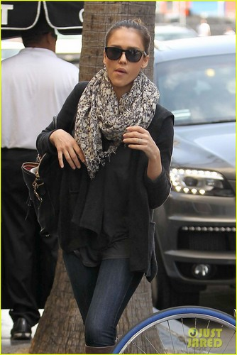 Jessica Alba: Monday Errands - jessica-alba Photo