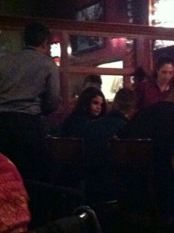 Justin and Selena at makan malam, majlis makan malam