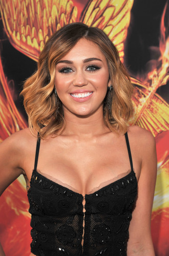 Miley - 12. March- The Hunger Games Premiere at the Nokia Theater in LA: Red Carpet