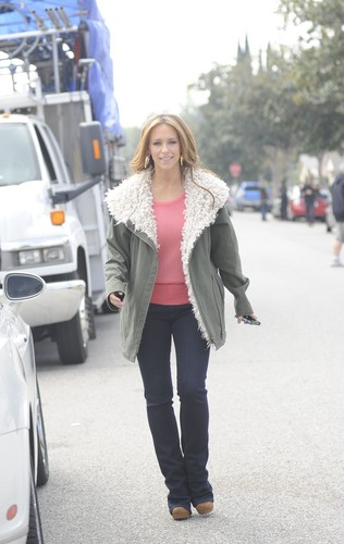 On The Set Of The Client 列表 In Los Angeles [13 March 2012]