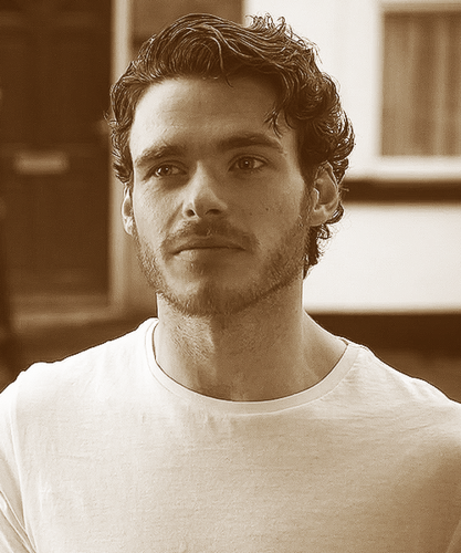 Richard Madden 36