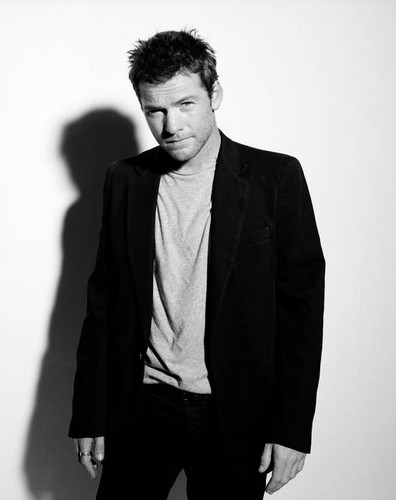 Sam Worthington hình nền containing a business suit, a suit, and a three piece suit titled Sam @ photoshoots