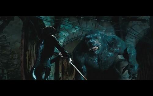 アンダーワールド 壁紙 probably with a コンサート entitled Selene vs. giant werewolf